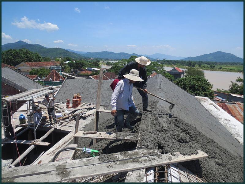 Kỹ thuật thi công mái biệt thự dành cho mái dốc bê tông